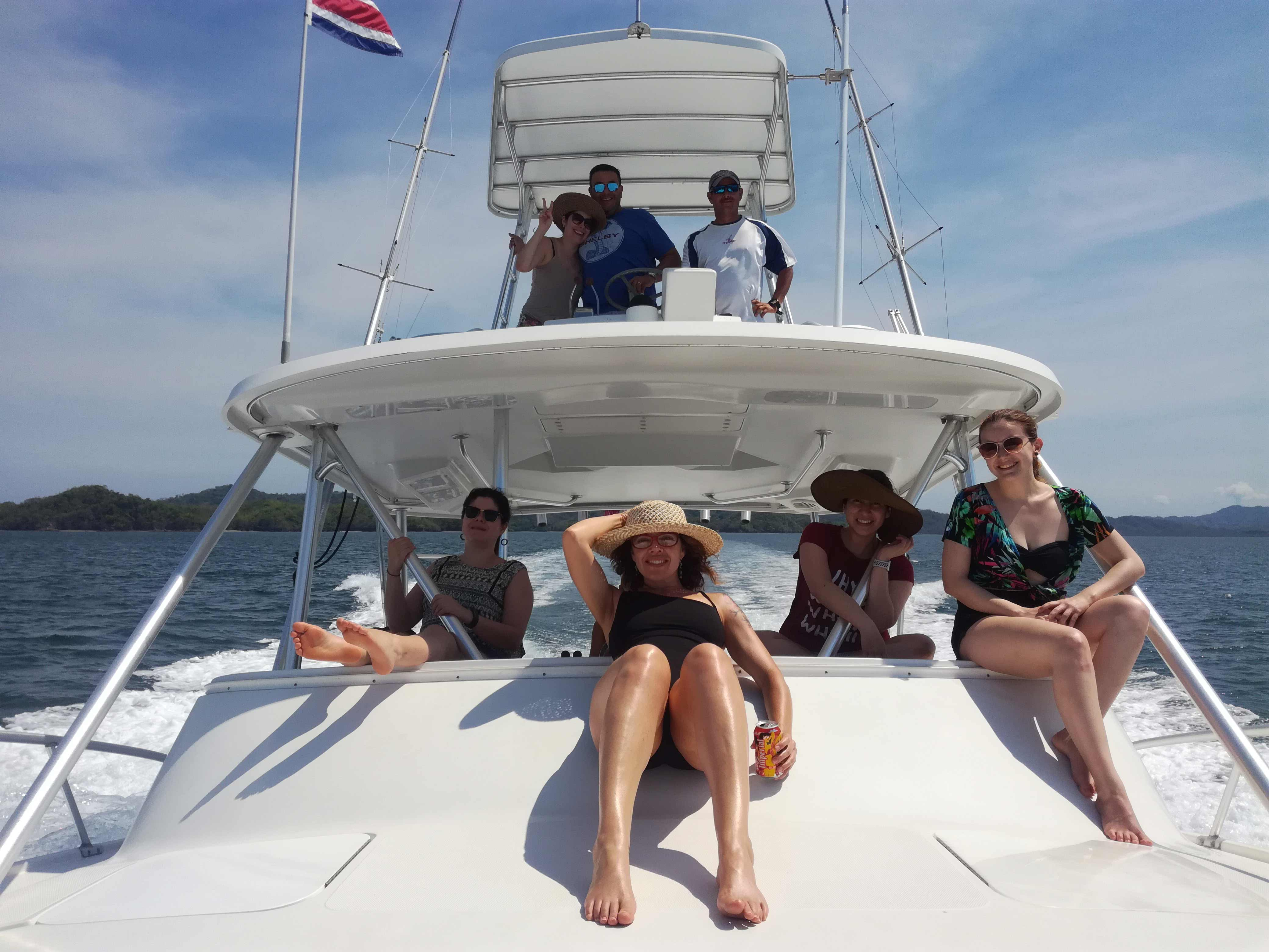 Private yatch to a tropical island in Costa Rica